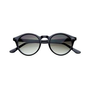essayage lunette de soleil Kryscom : site de vente en ligne de lunettes de soleil, de lunettes de vue, de lentilles de contact, et de piles audios essayez vos lunettes grâce au miroir.