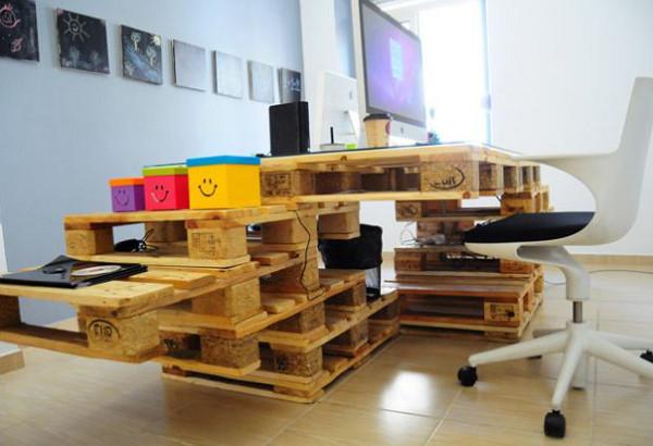 Mobilier fabriqu avec des palettes en bois meubles d cos et colos - Bureau en palette de bois ...