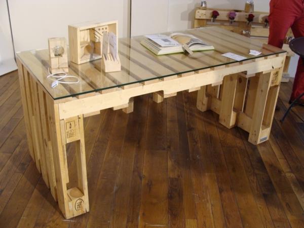 Mobilier fabriqu avec des palettes en bois meubles d cos et colos - Faire un bureau en bois ...