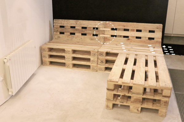 Mobilier fabriqu avec des palettes en bois meubles for Canape en palette de bois