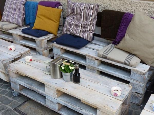 mobilier fabriqu avec des palettes en bois meubles d cos et colos. Black Bedroom Furniture Sets. Home Design Ideas