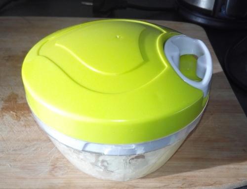 Coupez un oignon sans pleurer et facilement avec ce hachoir à oignons !